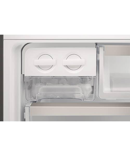 Twist and serve ice maker Electrolux fridge EBE4507SA